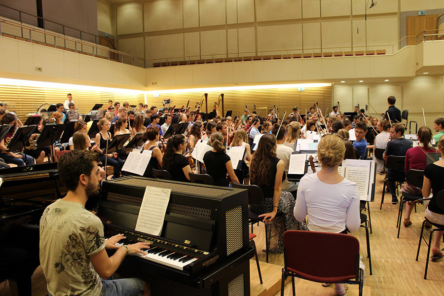 European Youth Orchestra with pianist / Celesti St Antonio Oyarzabal Arigita (© Jacopo Zacchia)