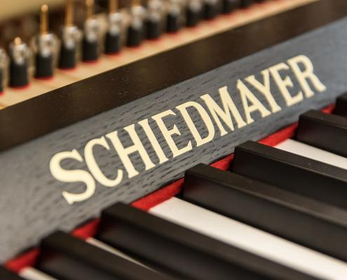 Keyboard with Schiedmayer logo