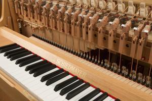 Klaviatur und Spielwerk